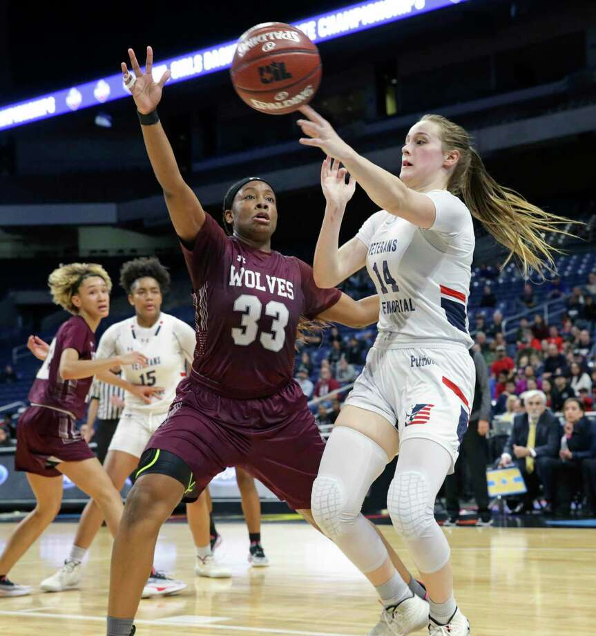 Brenna Perez passes across the lane for the Patriots during the Class 5A state semifinal basketball game between San Antonio Veterans Memorial and Mansfield Timberview at the Alamodome on Feb. 5, 2020. Photo: Tom Reel, San Antonio Express-News / Staff Photographer / **MANDATORY CREDIT FOR PHOTOG AND  SAN ANTONIO EXPRESS-NEWS/NO SALES/MAGS OUT/TV