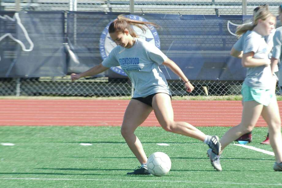 Friendswood's Maya Palitz participates in a ball control drill during practice Thursday at Friendswood High School. Photo: Kirk Sides / Staff Photographer / © 2020 Kirk Sides / Houston Chronicle
