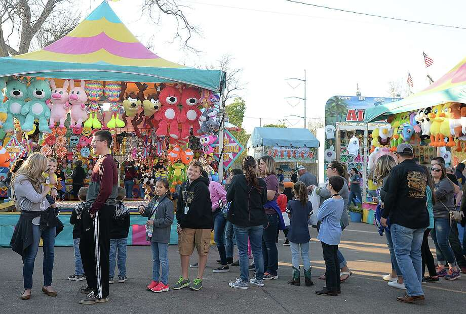Festival goers enjoy the midway activities during the Nederland Heritage Festival Wednesday.  The annual event continues through Sunday, March 18. Photo taken Wednesday, March 14, 2018 Kim Brent/The Enterprise Photo: Kim Brent / Beaumont Enterprise / BEN