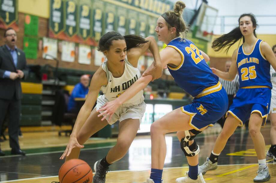 Dow's Jada Garner tries to turn the corner in a March 6, 2020 district final against Midland High. Garner led the Chargers to a season-opening victory over Hemlock on Monday. (Daily News file photo) Photo: (Katy Kildee/kkildee@mdn.net)
