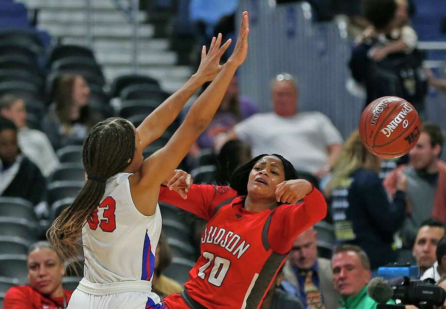 Judson guard Kierra Sanderlin, who scored a game-high 18 points, weathers the pressure of Duncanville guard Nyah Wilson. Photo: Ronald Cortes / Contributor / 2020 Ronald Cortes