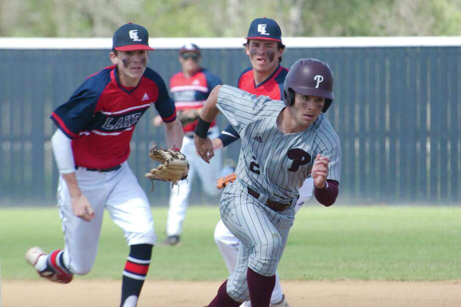Pearland's Christian Terranova (2) flees during a rundown with Clear Lake's Caleb Castle (5) Thursday at Clear Lake High School. Photo: Kirk Sides / Staff Photographer / © 2020 Kirk Sides / Houston Chronicle