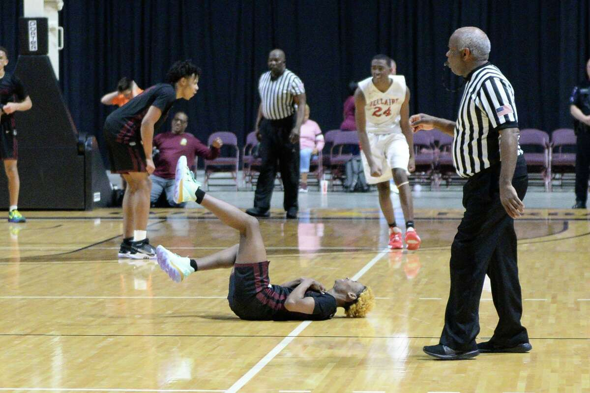 Jaylon Johnson (0) of Summer Creek reacts to a missed go-ahead 3-point shot in the final seconds of the Boys 6A Region III semifinal basketball game between the Bellaire Cardinals and the Summer Creek Bulldogs on Friday, March 6, 2020 at the Berry Center, Cypress, TX.