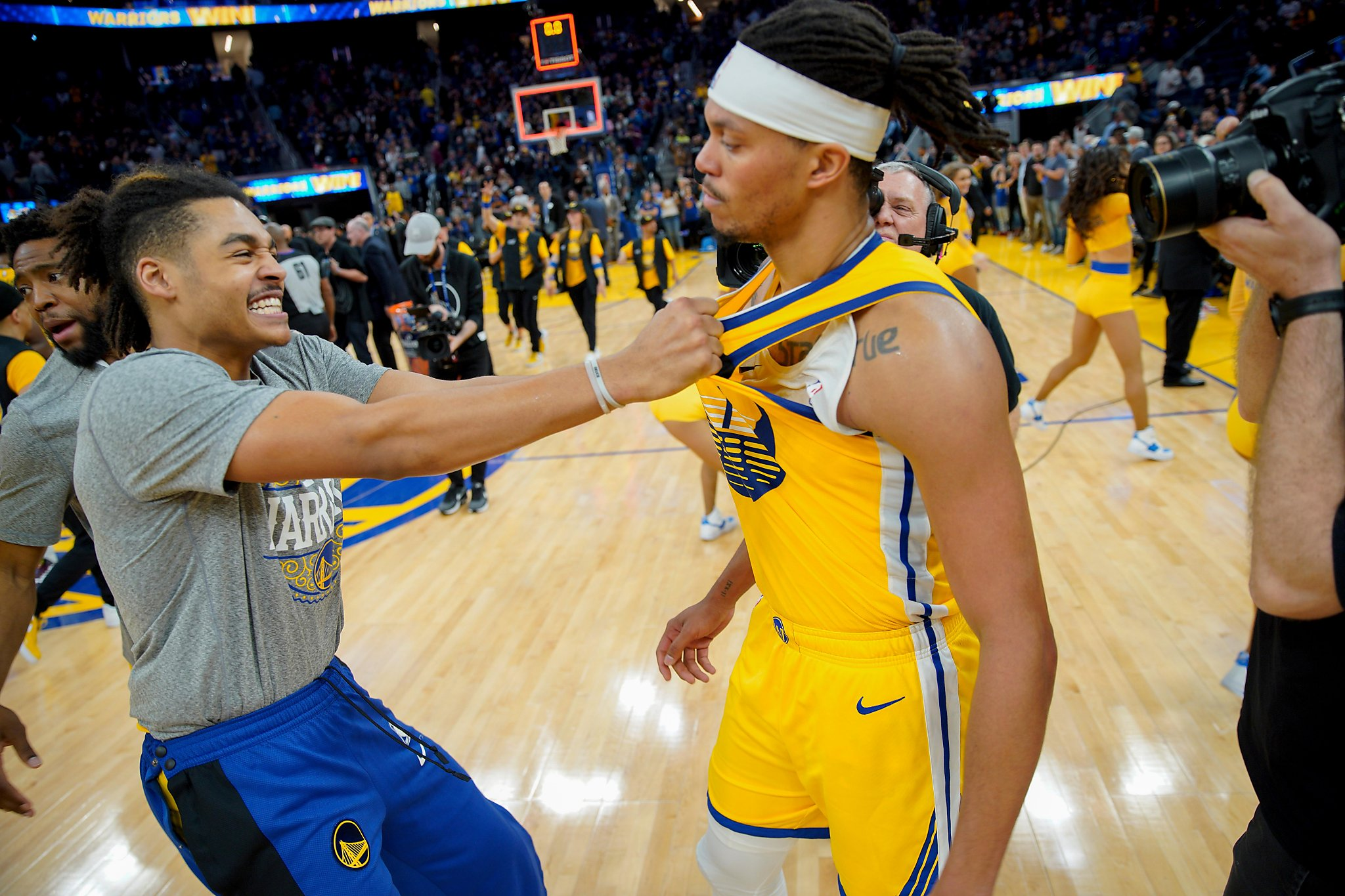 Damion Lee gets redemption as Stephen Curry-less Warriors beat 76ers
