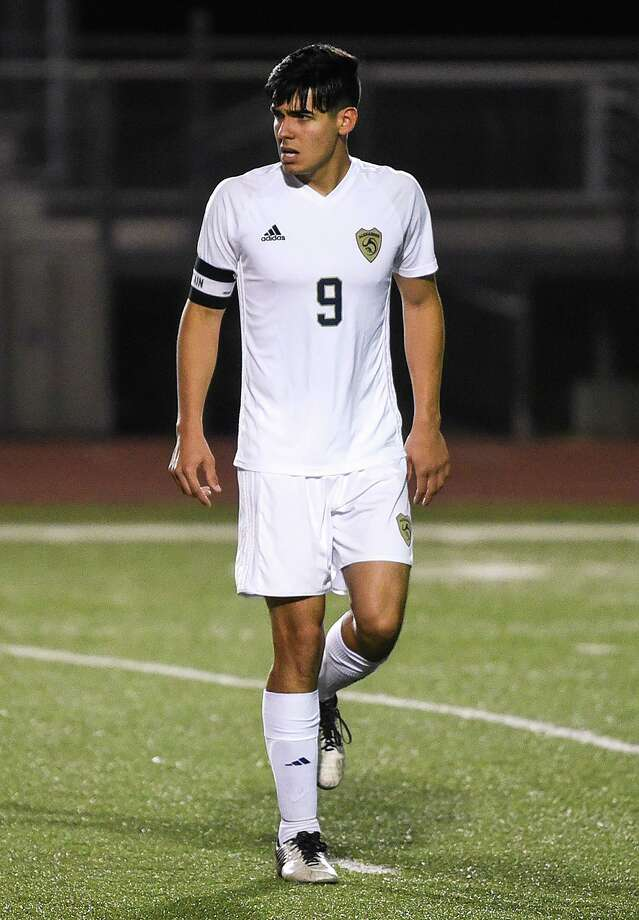 Alexander's Hildebrando Ruiz switched to sweeper last year as a junior after playing as a striker the first two years of his high school career. Photo: Danny Zaragoza /Laredo Morning Times / Laredo Morning Times