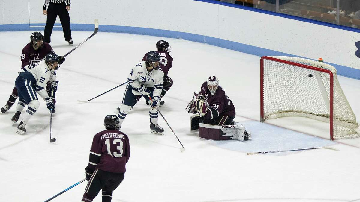 Yale beat Union 2-1 in double overtime on Sunday night at Ingalls Rink.