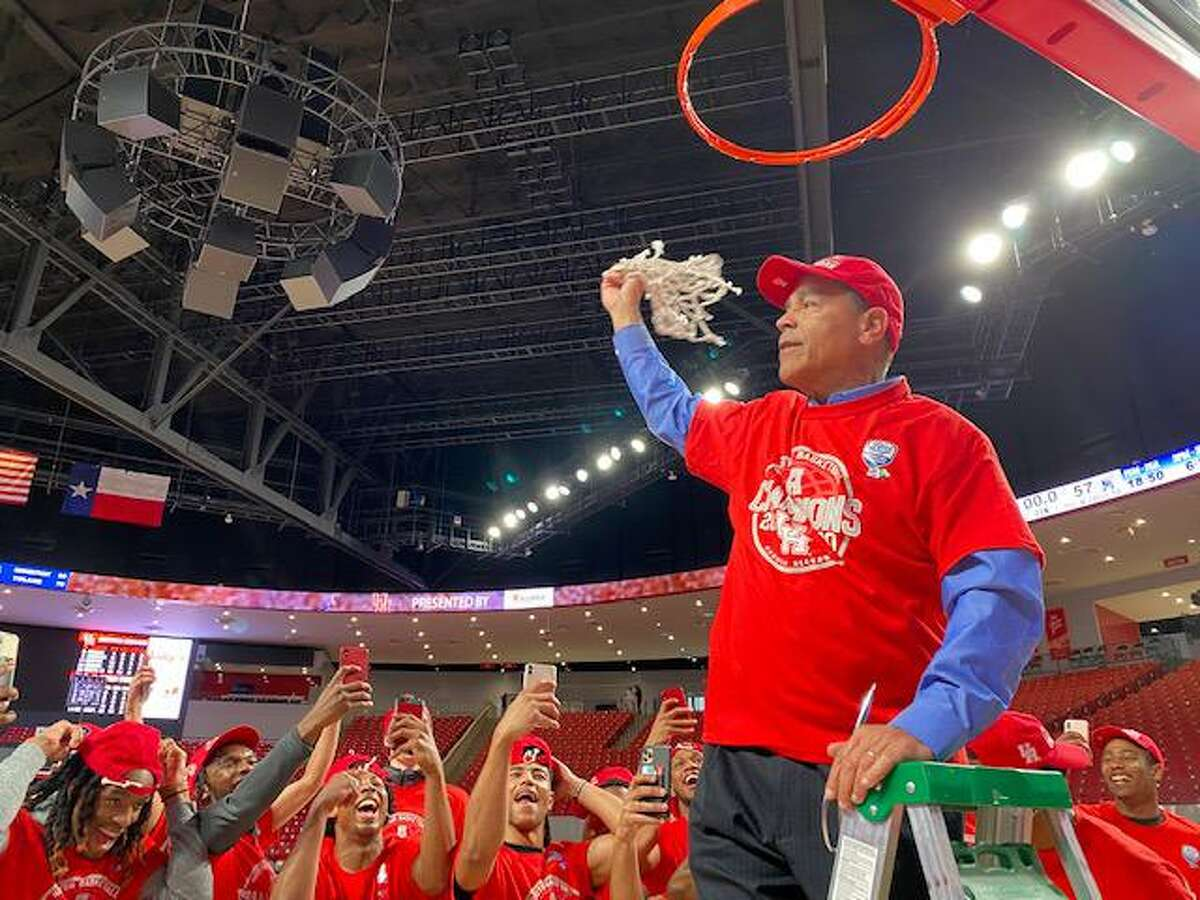 To the delight of his players, UH coach Kelvin Sampson cut down a net at Fertitta Center on Sunday, celebrating the Cougars' share of this season's AAC regular-season title.