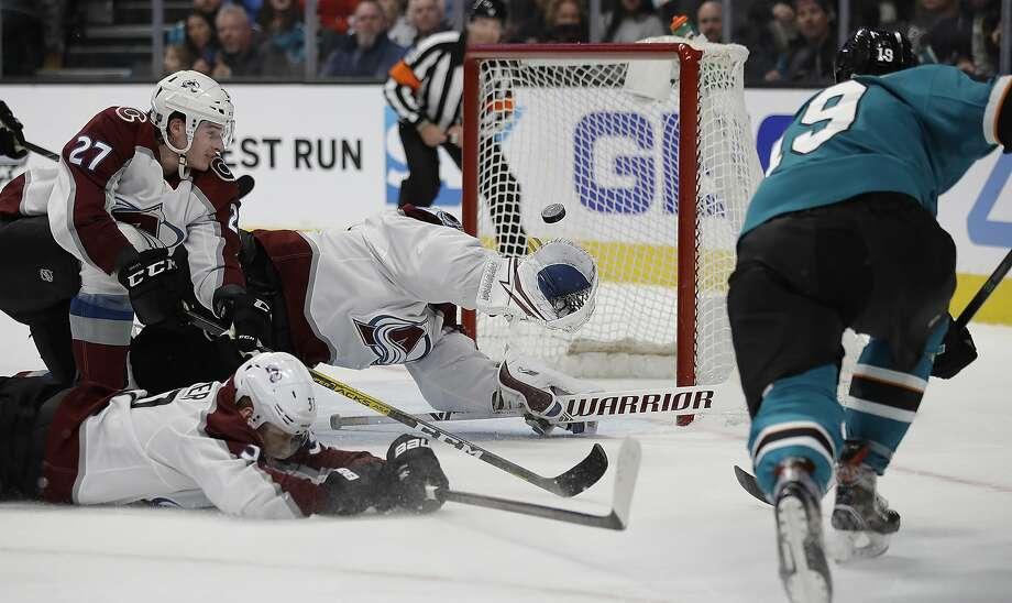 The Sharks' Joe Thornton (right) scores on Avalanche goalie Pavel Francouz during San Jose's loss at SAP Center. Photo: Ben Margot / Associated Press