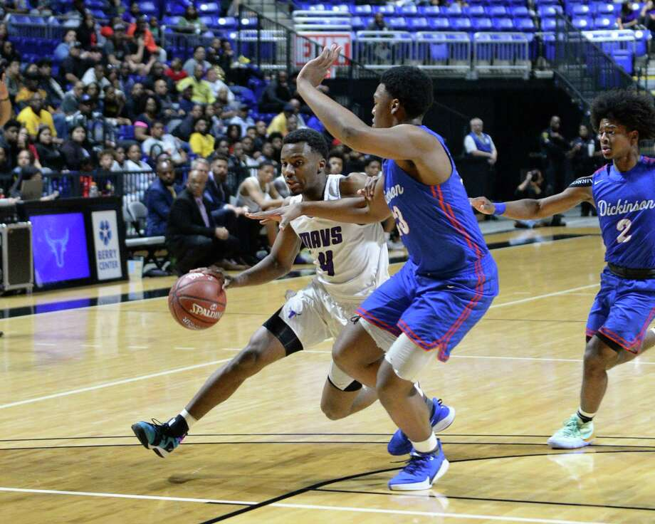 LJ Cryer (4) of Morton Ranch drives the paint during the first quarter of the Boys 6A Region III semifinal basketball game between the Morton Ranch Mavericks and the Dickinson Gators on Friday, March 6, 2020 at the Berry Center, Cypress, TX. Photo: Craig Moseley, Houston Chronicle / Staff Photographer / ©2020 Houston Chronicle