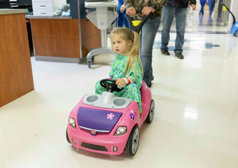 Kambra Wolsey, 4, takes a tour around HCA Houston Healthcare Conroe in a child-sized car before surgery, Thursday, March 5, 2020. HCA Houston Healthcare Conroe purchased the cars to transport pediatric patients around the facility. Photo: Gustavo Huerta, Houston Chronicle / Staff Photographer / Houston Chronicle © 2020