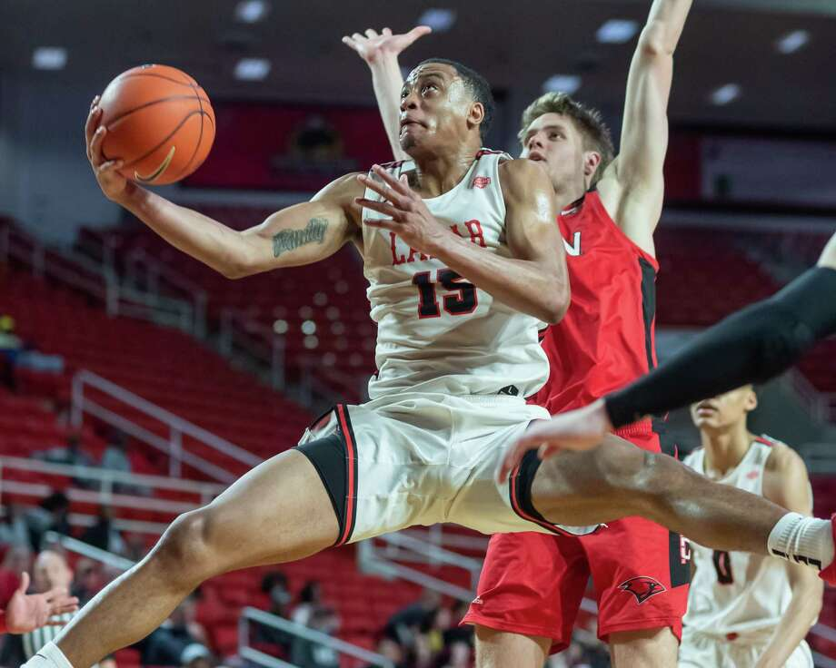 T.J. Atwood (15) puts up a shot from underneath in the second half of their game with the University of the Incarnate Word Cardinals came to Beaumont to take on the hometown Cardinals of Lamar on Wednesday, February 26, 2020. Fran Ruchalski/The Enterprise Photo: Fran Ruchalski/The Enterprise / 2019 The Beaumont Enterprise