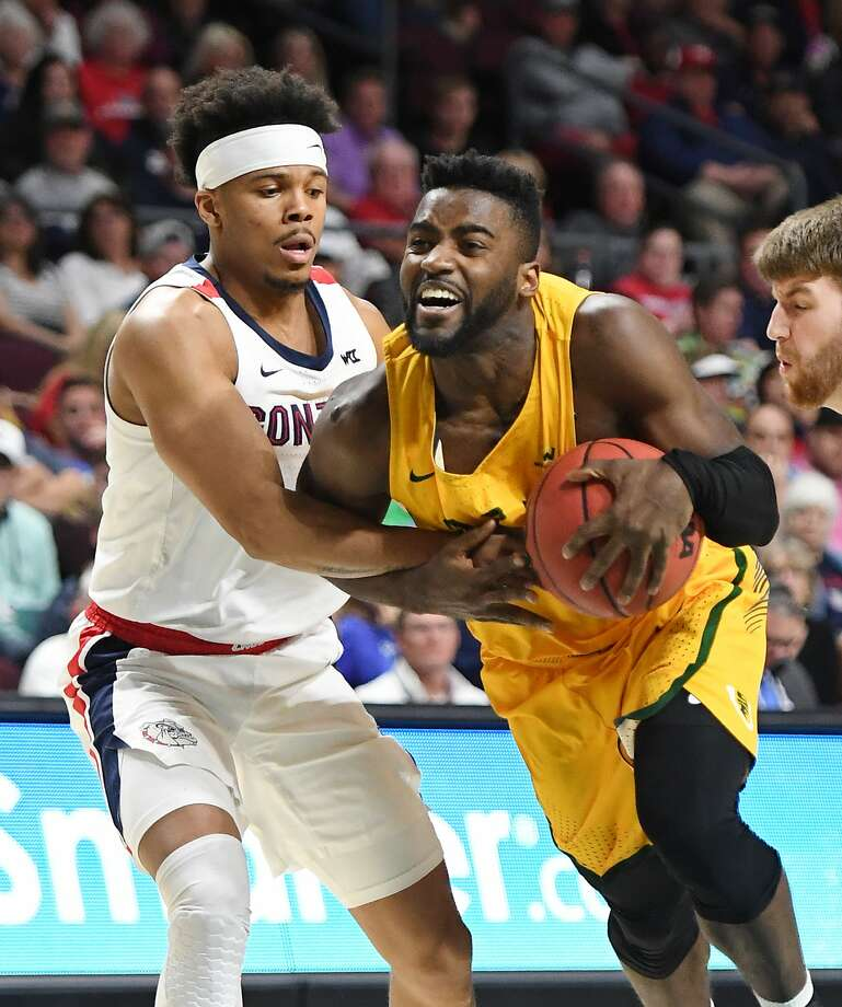 Charles Minlend (14) of USF drives against Admon Gilder of Gonzaga in the West Coast Conference semifinals in Las Vegas. Minlend scored 19 points. Photo: Ethan Miller / Getty Images