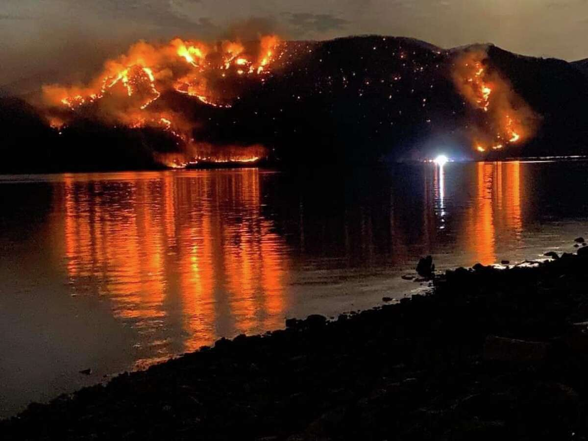 Flames burned on Mount Beacon in the Hudson Highland State Park Preserve on Monday. State officials closed the park's hiking trails as a brush fire raged.