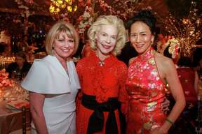 EMBARGOED FOR REPORTER UNTIL MARCH 15 Kelley Lubanko, from left, honoree Lynn Wyatt and Y. Ping Sun at the Tiger Ball at the Asia Society Texas Center in Houston on March 6, 2020.
