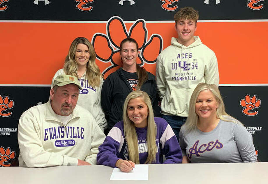 Edwardsville High School senior Zoe Ahlers will play college soccer at Evansville. She is joined by her family and EHS coach Abby Federmann. Photo: Matt Kamp|The Intelligencer