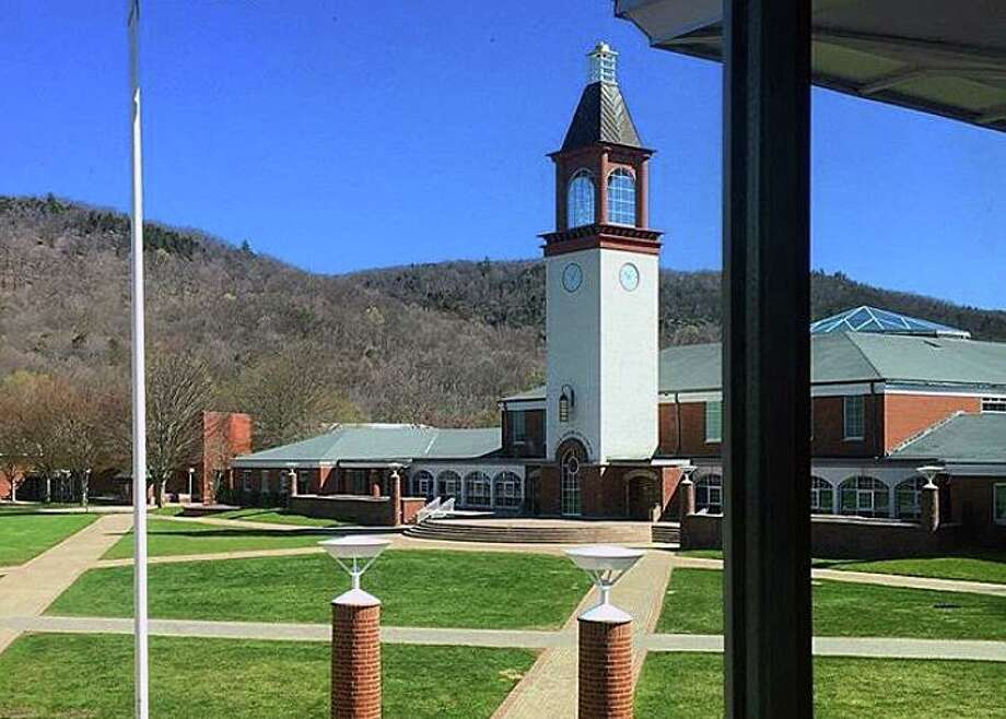 File photo of the Arnold Bernhard Library on the Mount Carmel Campus of Quinnipiac University in Hamden, Conn. Photo: Hearst Connecticut Media / Tara O'Neill