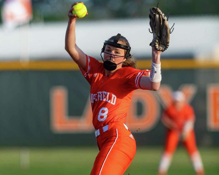 Codie Sorge (8) pitches in the first inning as the Lady Bobcats of Orangefield opened district play against the Lady Cougars of Buna on Tuesday, March 10, 2020.  Fran Ruchalski/The Enterprise Photo: Fran Ruchalski/The Enterprise / 2019 The Beaumont Enterprise