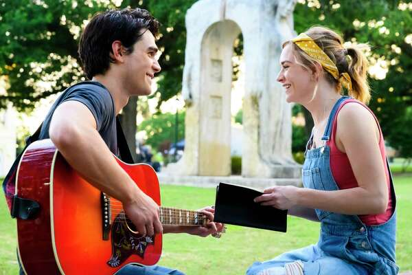 Melissa (Britt Robertson) and Jeremy (KJ Apa) in I STILL BELIEVE.