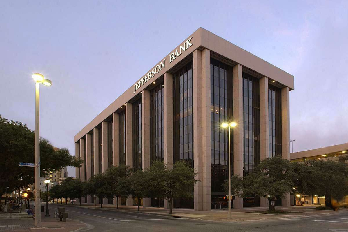 Entrada Partners, a Los Angeles-based real estate investment firm with offices in Dallas and San Antonio, purchased the Travis Park Plaza building.