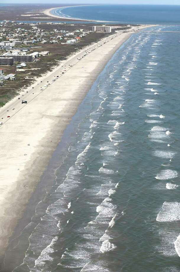 On Tuesday, Nueces County officials announced in a news release that they will temporarily restrict vehicular access on Corpus Christi and Port Aransas beaches until July 7 to help slow the spread of the statewide COVID-19 spike. Photo: Bob Owen / ©2020 San Antonio Express-News