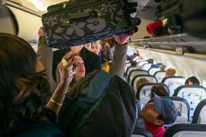 DENVER, COLORADO - MARCH 6: Passengers load their carry-on bags into overhead bins on a United Airlines flight March 6, 2015 at the Denver International Airport in Denver, Colorado. (Photo by Robert Nickelsberg/Getty Images)