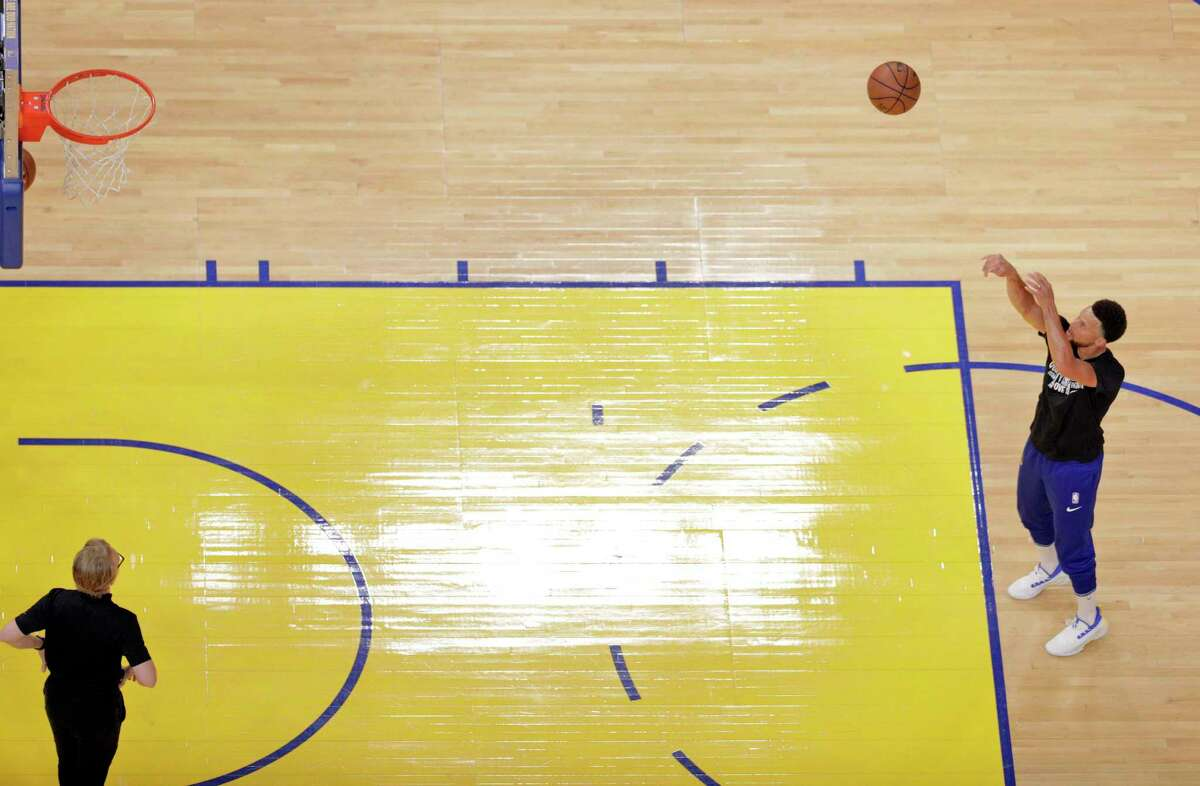 Stephen Curry (30) practices a free throw during shootaround before the Golden State Warriors played the Houston Rockets.