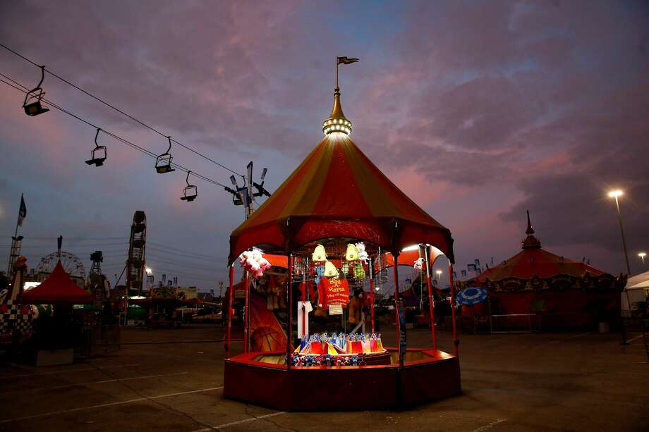 Only a few lights were turned on in the evening at the carnival area of the Houston Livestock Show and Rodeo on Wednesday, March 11, 2020. Photo: Elizabeth Conley, Staff Photographer / © 2020 Houston Chronicle