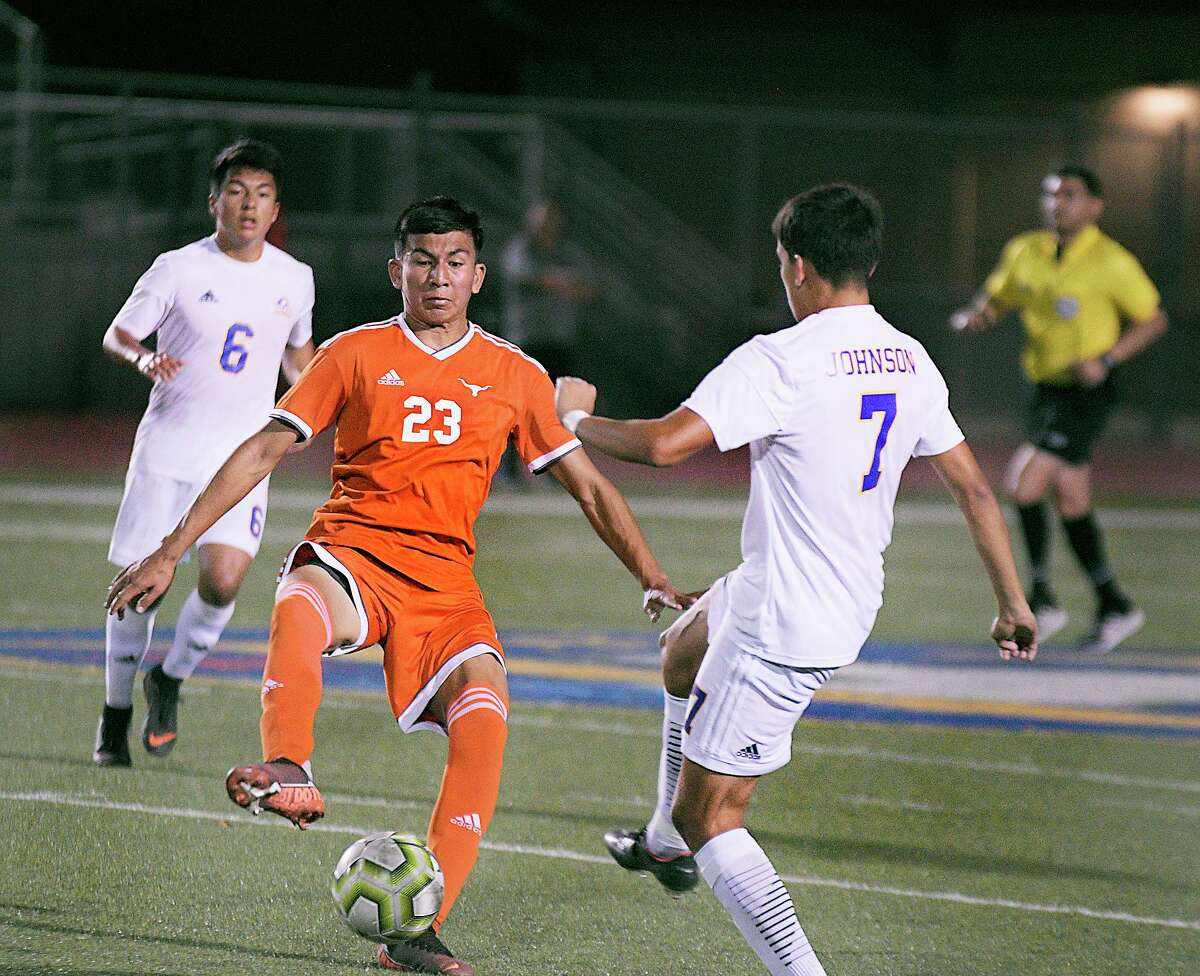 Ernesto Amaro and United face rival Alexander at 7 p.m. Wednesday at the SAC with a chance to secure the district title.