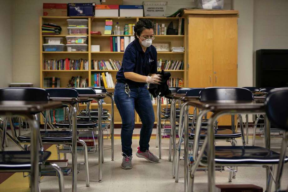 A new grading framework issued by state officials for high schools across Washington bars schools from giving any student an F, but gives flexibility to districts in how they will award other grades. Photo: Josie Norris /Staff Photographer / **MANDATORY CREDIT FOR PHOTOG AND SAN ANTONIO EXPRESS-NEWS/NO SALES/MAGS OUT/TV