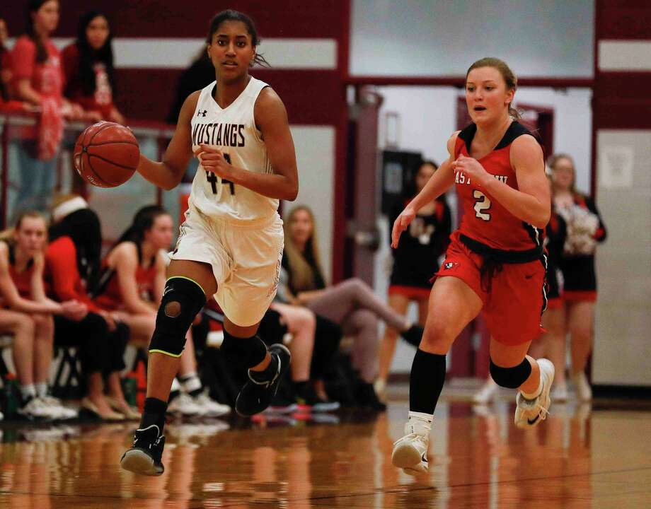 Magnolia West forward Kamryn Jones (44) was selected the Distict 19-5A Offensive Most Valuable Player after averaging 19.1 points per game. Photo: Jason Fochtman, Houston Chronicle / Staff Photographer / Houston Chronicle © 2020