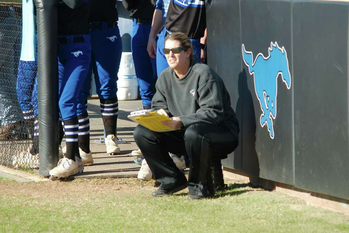 Friendswood softball coach Christa Yates has her team off to a 3-0 start in District 22-5A.
