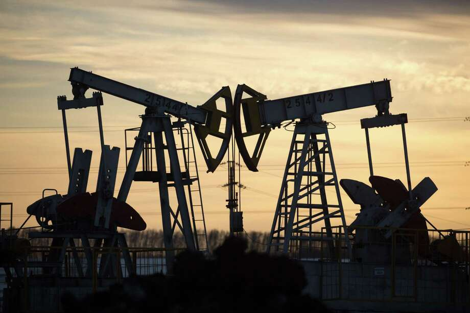 Oil is on track for a 24 percent weekly drop. Photo: Andrey Rudakov, Bloomberg / © 2020 Bloomberg Finance LP