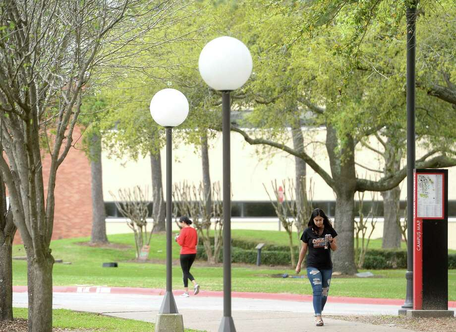 Lamar University students traverse campus late afternoon Thursday. The university sent out notification to students and staff announcing that classes weould move to online or other remote modalities when classes resume after Spring Break.  Photo taken Thursday, March 12, 2020 Kim Brent/The Enterprise Photo: Kim Brent / The Enterprise / BEN