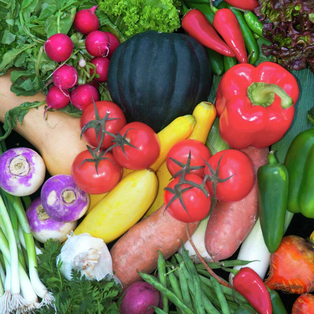 A reader challenges others to give the gifts of fruit and vegetable plants to neighbors in San Antonio.
