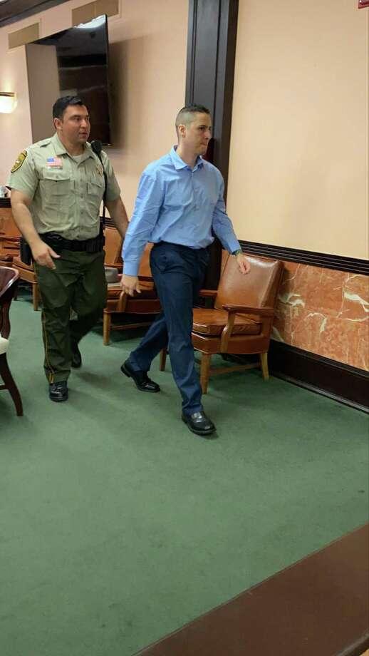 El ex agente de la Patrulla Fronteriza, Ronald Anthony Burgos Avilés, en la Corte de Distrito 49. Photo: María Salas /Laredo Morning Times