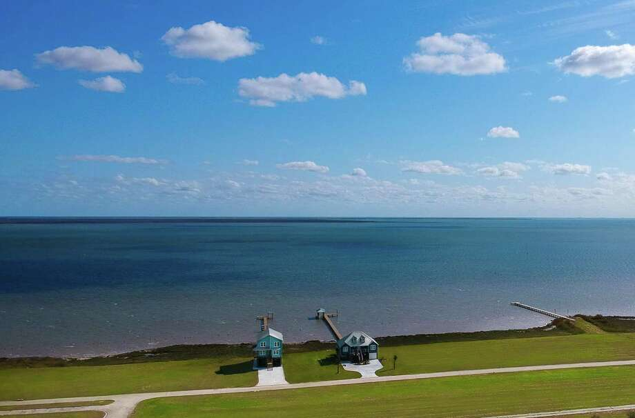 Surrounded by water on three sides, Beachside homesites give residents a front row seat to some of the best big-water views in Texas.