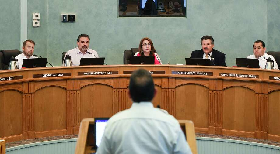 Fire Chief Steve Landin speaks to city council members about precautions and processes that address COVID-19 coronavirus concerns Friday during an emergency city council meeting at the LISD Amber Yeary Board Room. Photo: Danny Zaragoza /Laredo Morning Times