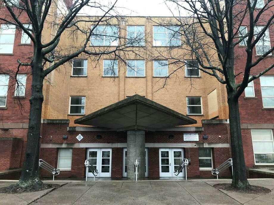 Lincoln-Bassett Community School in 2020. Photo: Brian Zahn /Hearst Connecticut Media /