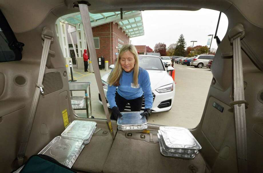 Volunteer Stacey Williams picks up meals from Norwalk Hospital in November j2018 on behalf of Food Rescue US, for subsequent deliver to the Family and Children's Agency in Norwalk, Conn. Photo: Erik Trautmann / Hearst Connecticut Media / Norwalk Hour