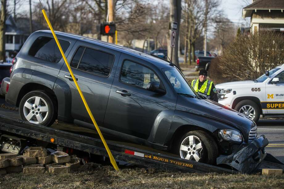 A vehicle is towed away from the scene of a collision at the intersection of Rodd and Carpenter Monday, March 16, 2020 in Midland. (Katy Kildee/kkildee@mdn.net) Photo: (Katy Kildee/kkildee@mdn.net)