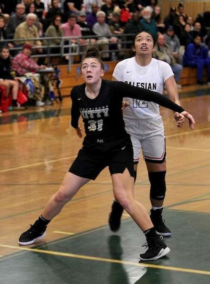 Ashley Hiraki stepped up, big! Hiraki delivered a superb all-around performance to help lead the Monarchs to a 69-53 win over St. Joseph Notre Dame-Alameda in the CIF Northern Regional Open Division Championship on March 10. Photo: SportStars Magazine