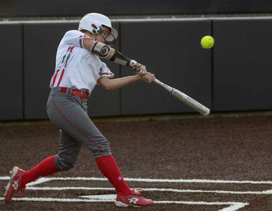 Splendora second baseman Shaelyn Sanders (4) hits the ball during a Region III-4A quarterfinal softball game at Humble High School in Humble. Photo: Cody Bahn, Houston Chronicle / Staff Photographer / © 2018 Houston Chronicle