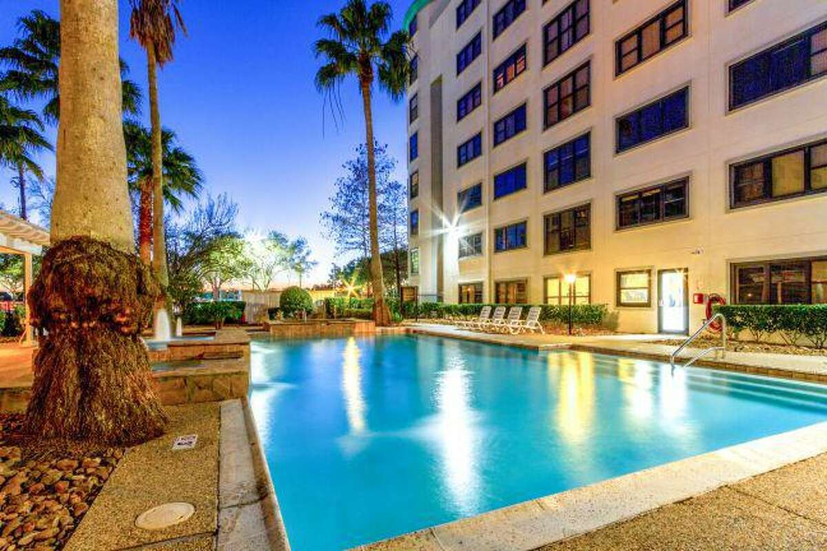 Raamco Internationalbought the Towers at Clear Lake, a 216-unit complex at 18707 Egret Bay Blvd., from the ValCap Group.The 11.85-acre property was built in 1985.