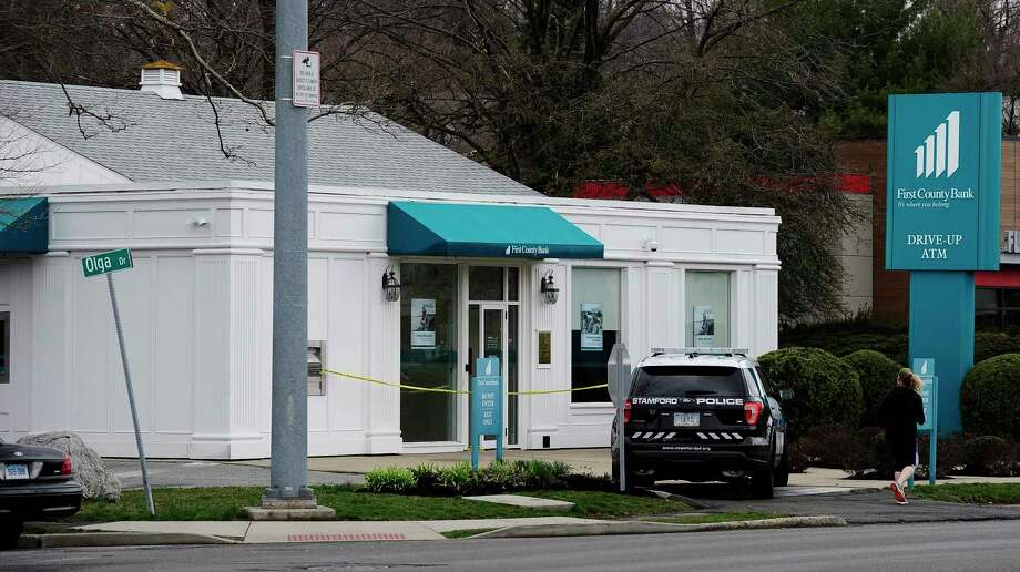 Stamford Police investigate an apparent robbery at the First County Bank on High Ridge Road in Stamford, Connecticut on March 17, 2020. Photo: Matthew Brown / Hearst Connecticut Media / Stamford Advocate