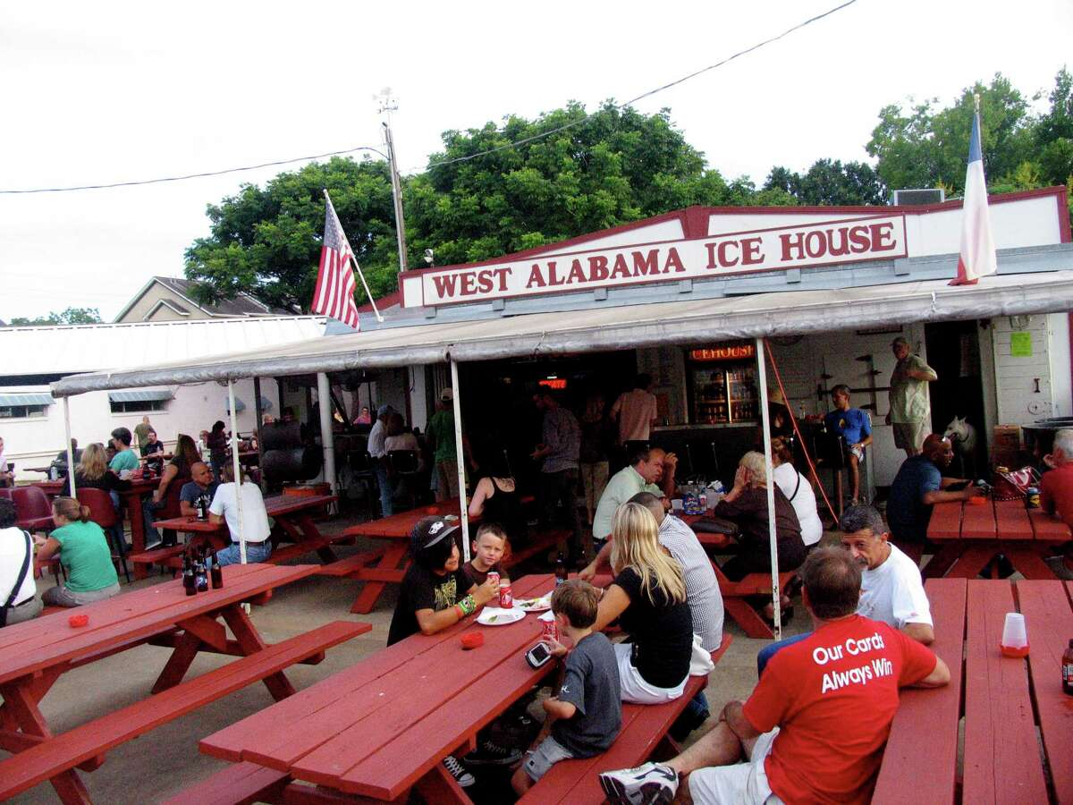West Alabama Ice House encourages socializing with beer and outdoor seating.