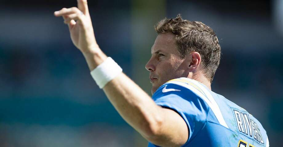 Los Angeles Chargers quarterback Philip Rivers waves to the crowd during a win over the Dolphins in September. (Allen Eyestone/The Palm Beach Post/TNS) Photo: Allen Eyestone/TNS