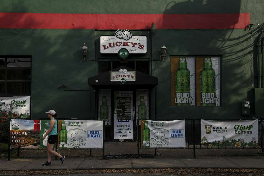Lucky's Pub photographed Tuesday, March 17, 2020, in Houston. City and county leaders closed bars and limited restaurant service due to concerns about COVID-19. Photo: Jon Shapley/Staff Photographer