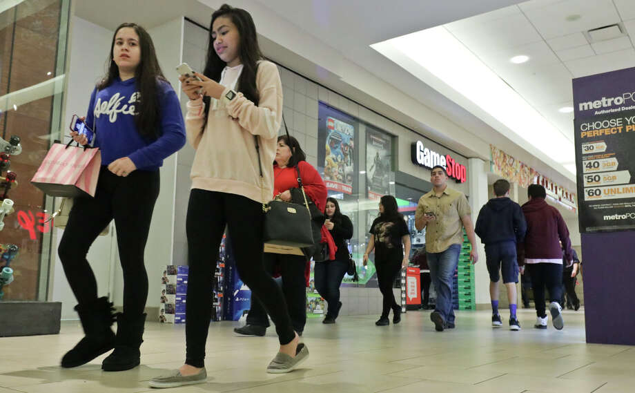 In this 2016 file photo, holiday shoppers browse for deals at the shops at Mall Del Norte. Photo: Victor Strife/Laredo Morning Times