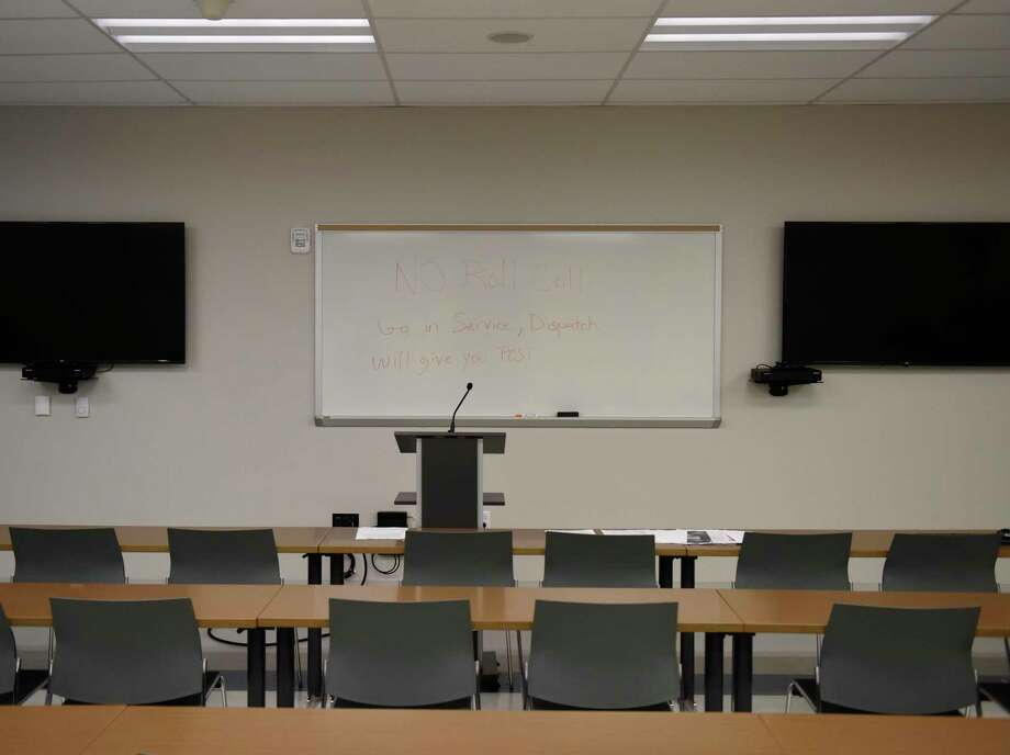An empty meeting room has a message that roll call will no longer be held at the start of shifts at the Stamford Police Department in Stamford, Conn. Tuesday, March 17, 2020. The Stamford Police are no longer gathering in their meeting room for roll call at the start of their shifts and will just begin solo from their police cruisers. Photo: Tyler Sizemore / Hearst Connecticut Media / Greenwich Time