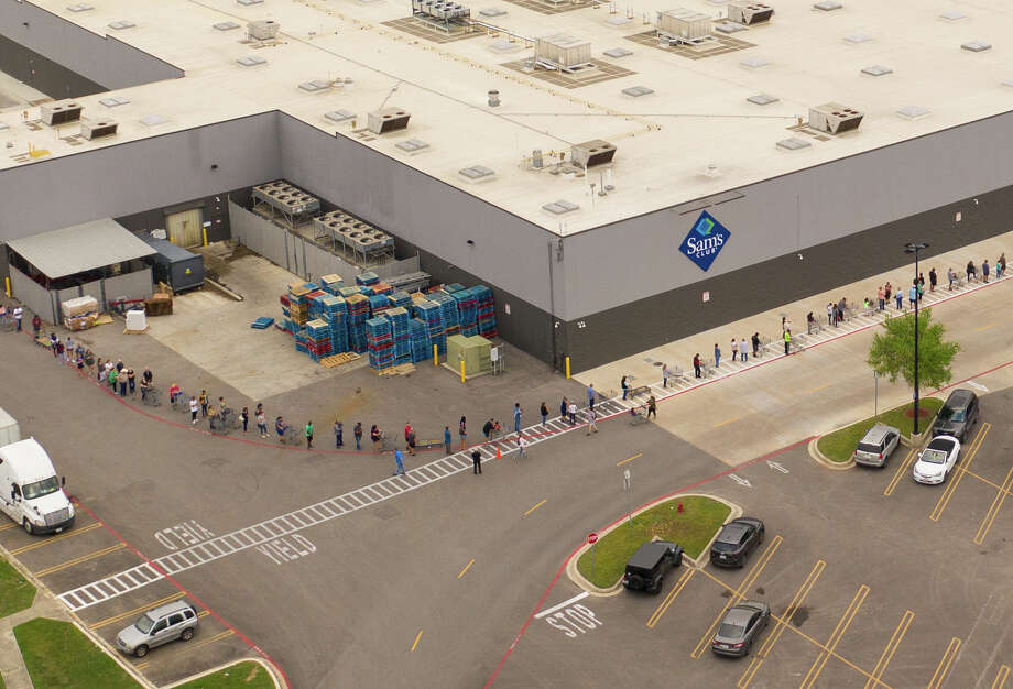 A local photographer captured an aerial photo of a long line forming before Sam's Club on De Zavala Road opened its doors on Tuesday. Photo: DG \ Drone Photo